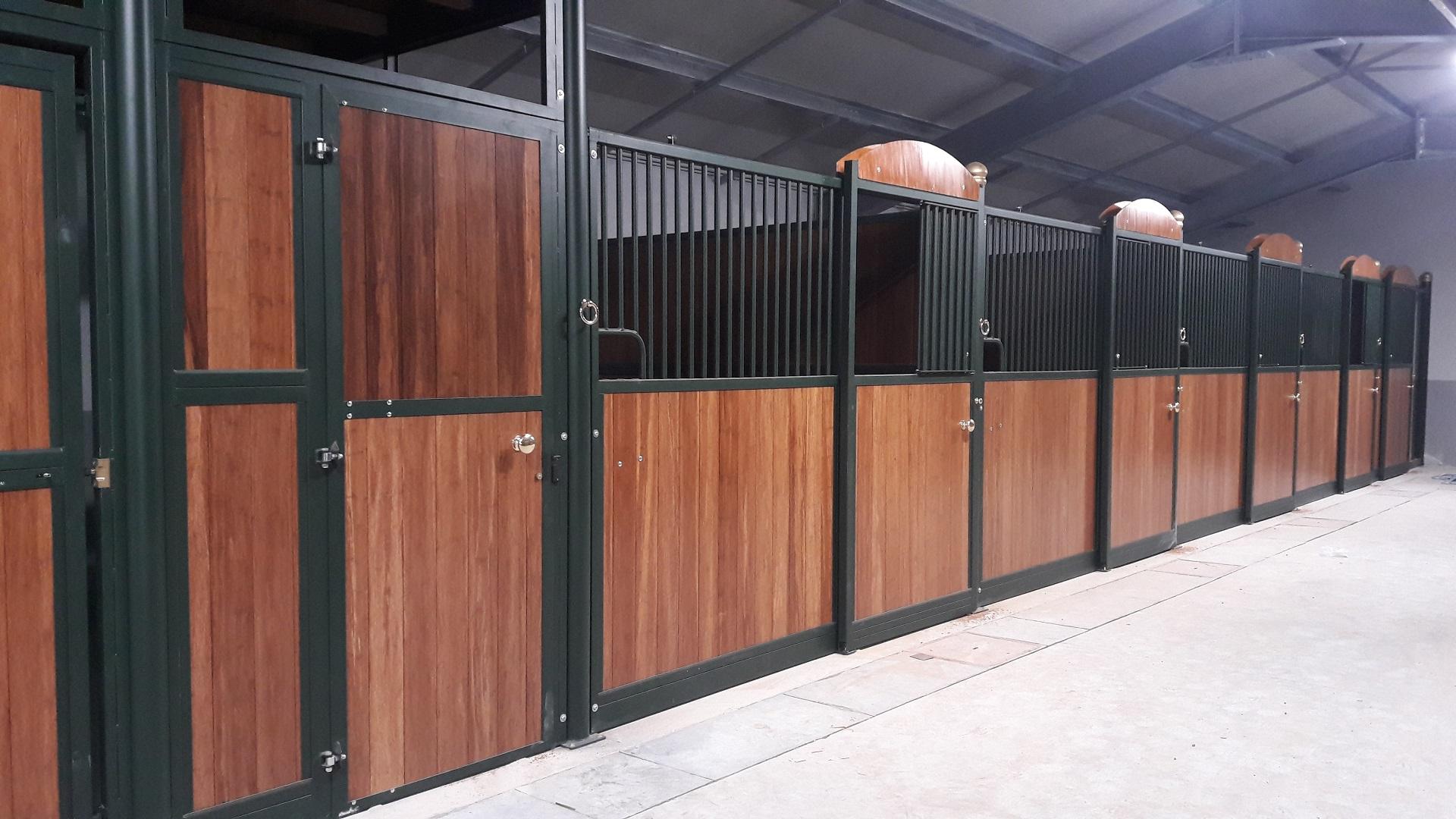Frontali da interno mod. EVO con struttura zincata e verniciata (sistema Triplex) tamponati a legno Bamboo